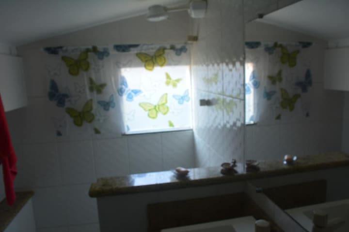 Banheiro da terceira suíte, terceiro andar.