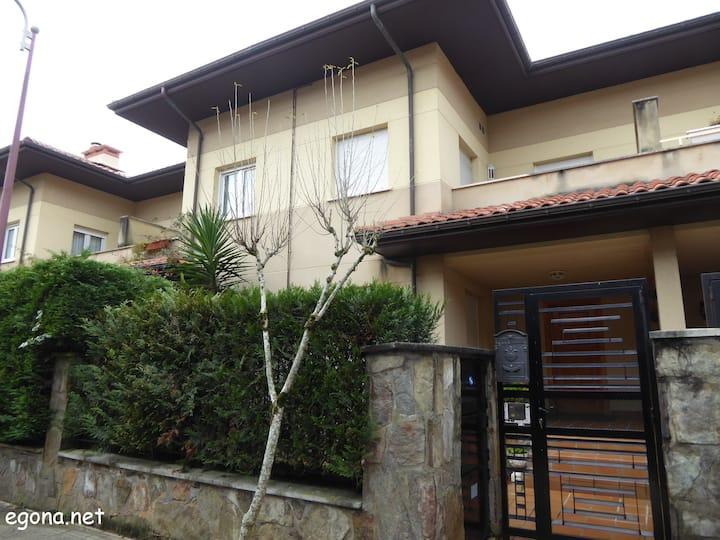 EGONA- H130 Villa adosada con jardín y txoko