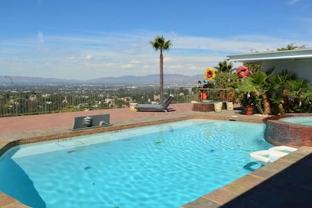 Hollywood hills stunning best view - Los Angeles