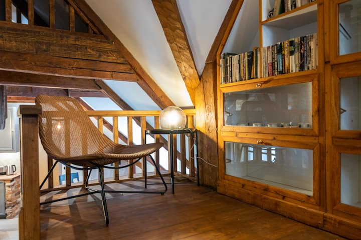 Amazing interior, medieval atmosphere, 3-level apt