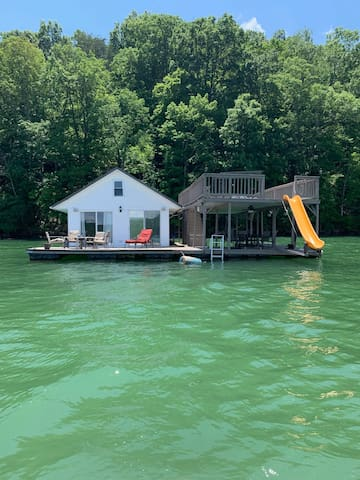 Floating House on Norris Lake - Huge deck w/ slide