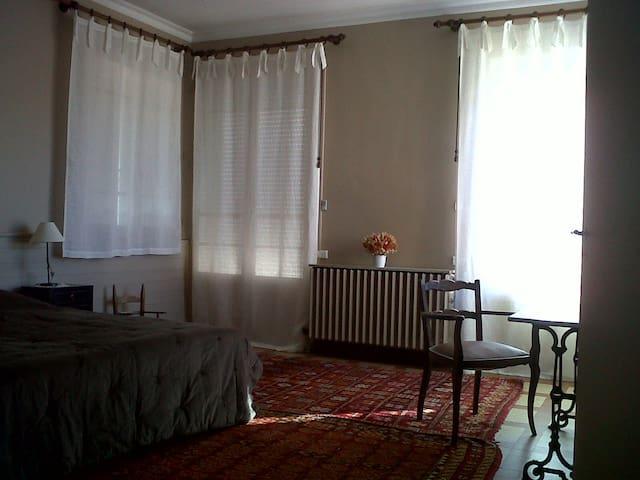 Chambre dans la villa La Pommeraie