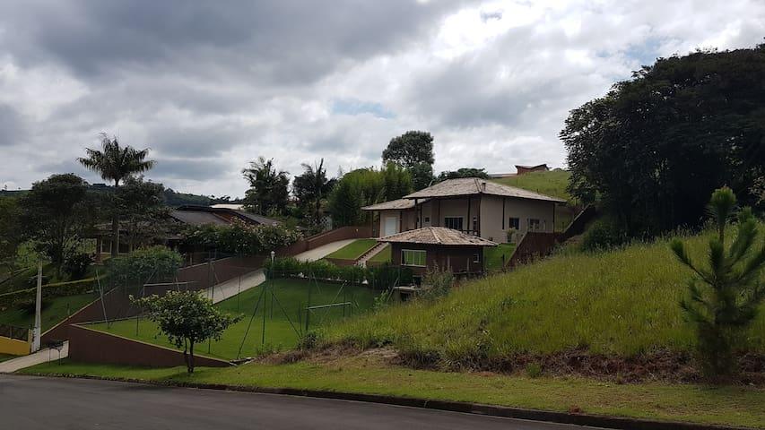 Chácara em Condomínio com piscina aquecida