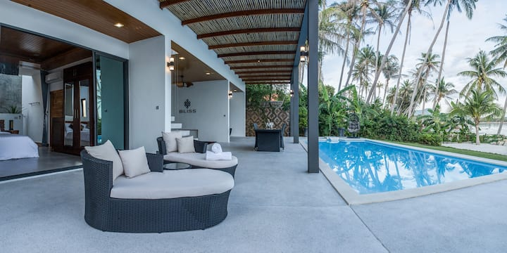 BOUTIQUE POOL VILLA ON THE BEACH