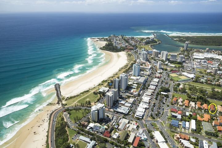 Parco Vista Unit 9 - Central Coolangatta easy walk to beaches and shops