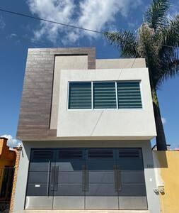 Casa totalmente nueva al oriente de la ciudad