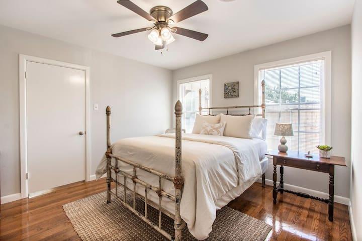 Second bedroom with very comfortable queen bed