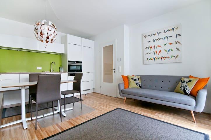 Stylish 2 Bedroom apartment near Belvedere & City