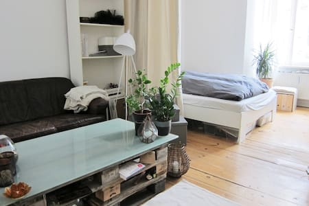Quiet and central apartment with Berlin charm - Berlin - Wohnung