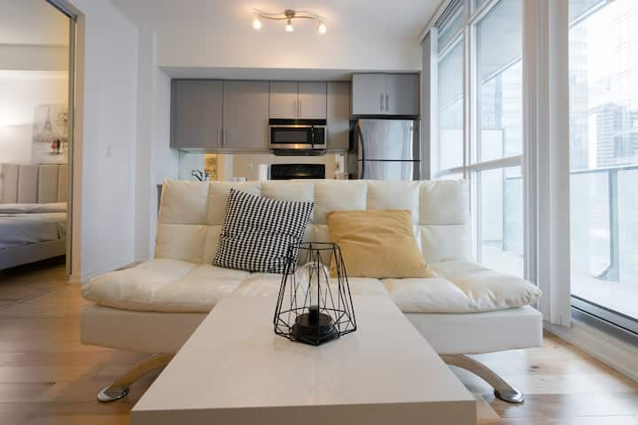 Downtown Luxury One-Bedroom Suite By Union Station