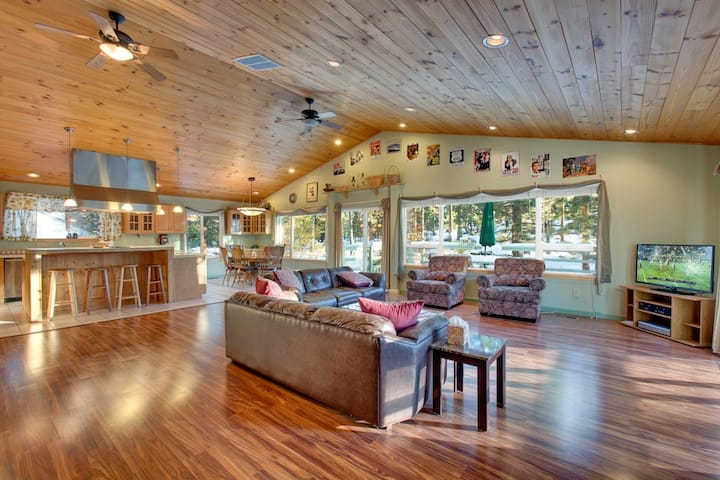 Spacious 3-Level Tahoe Mountain Home (LK11)