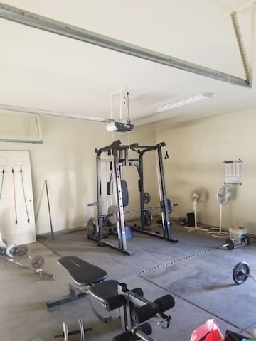 Private room, nice quiet neighborhood, gym inhouse