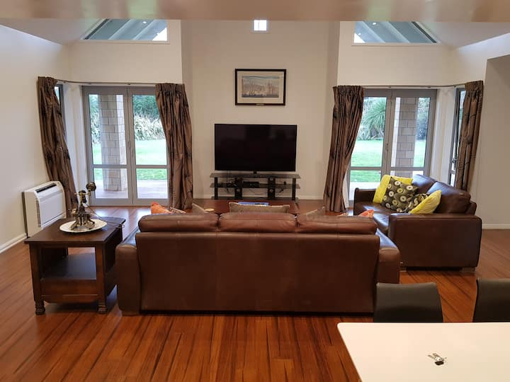 Large guest wing , fully private two bedroom