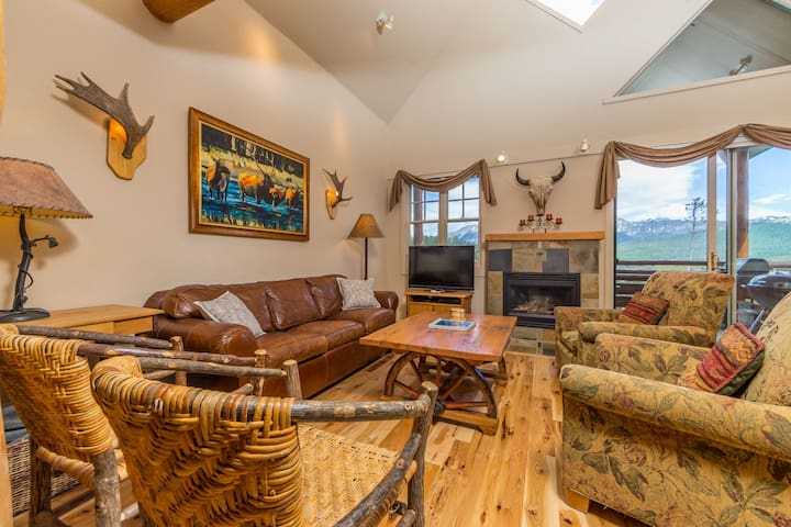 Saddleridge Family Retreat - Ski-in/Ski-out With Private Hot Tub!  New Listing!
