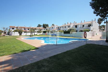 House for 9 people with garden and swimming pool - Roda de Berà - 独立屋