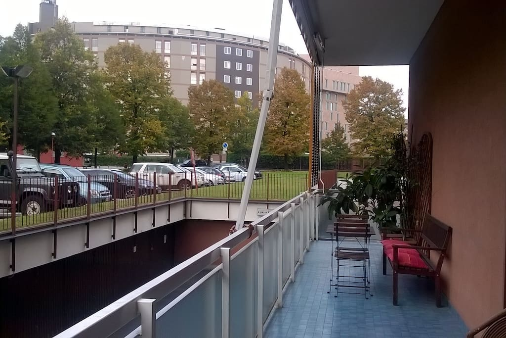 Vista San Raffaele dal terrazzo.  Di fronte il parcheggio privato (incluso nel prezzo)