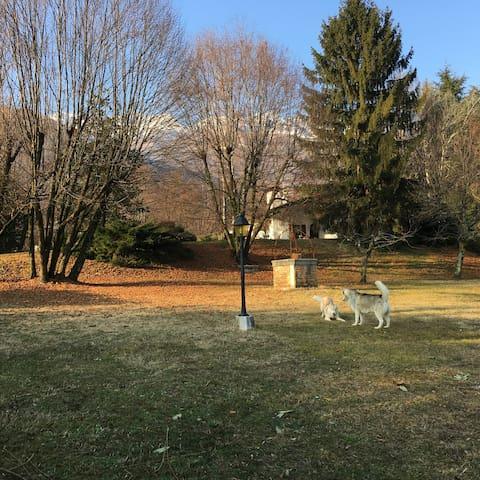 Villa nel verde, ai piedi della montagna - Marsure - Casa de campo