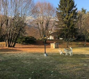 Villa nel verde, ai piedi della montagna - Marsure - Βίλα