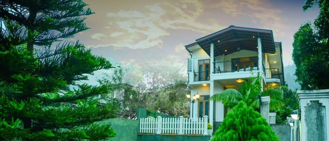 Kandyan Grand Mount Guest House - Ampitiya - Bed & Breakfast