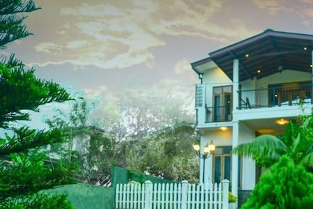 Kandyan Grand Mount Guest House - Ampitiya - Bed & Breakfast