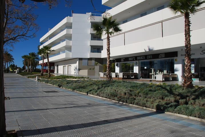 Great 3 Bedroom Holiday Apt Close To Puerto Banus