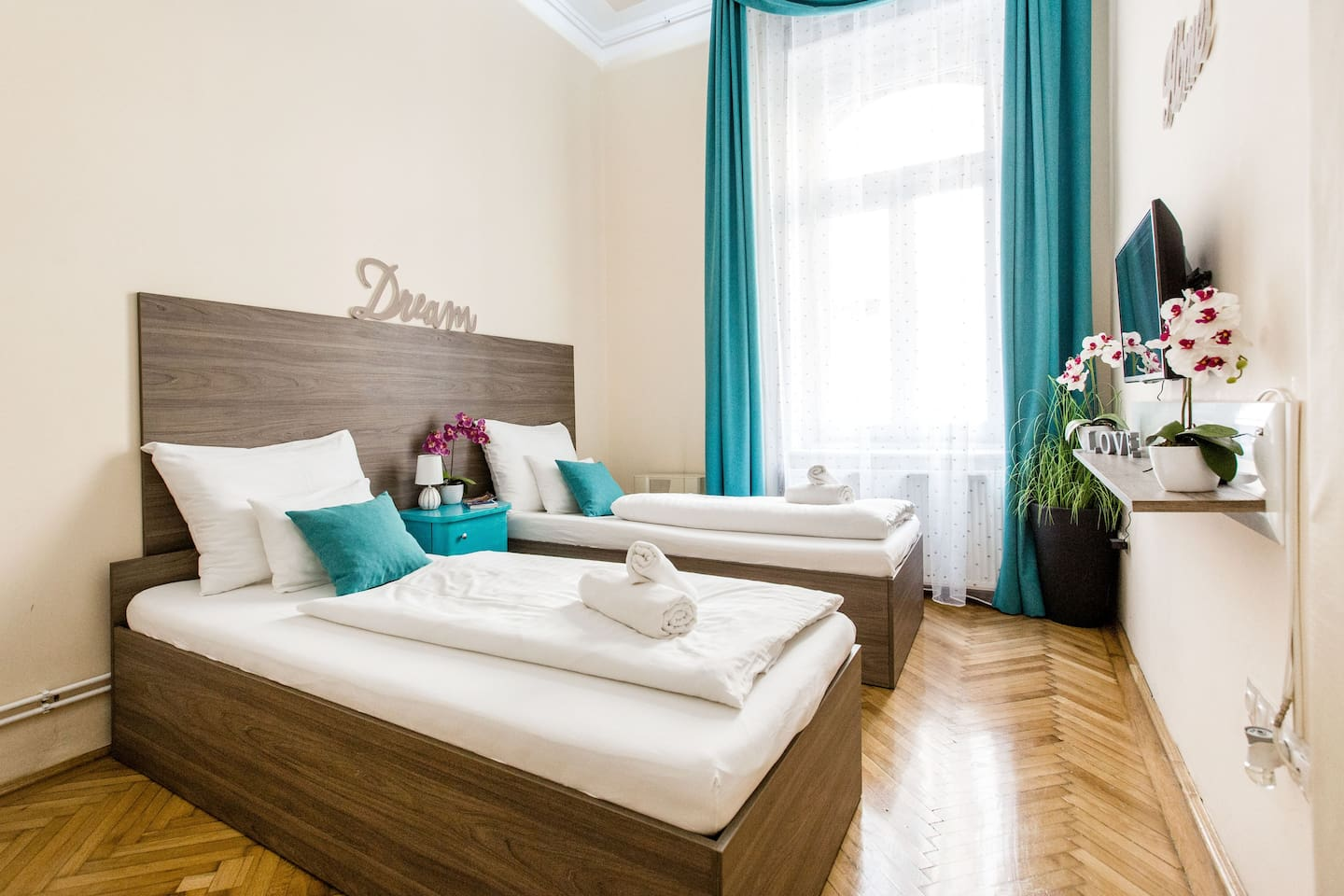 1rst Apartment: Upon request in advance we can prepare the beds in the bedroom separately to have 2 single beds (90x200 cm each)