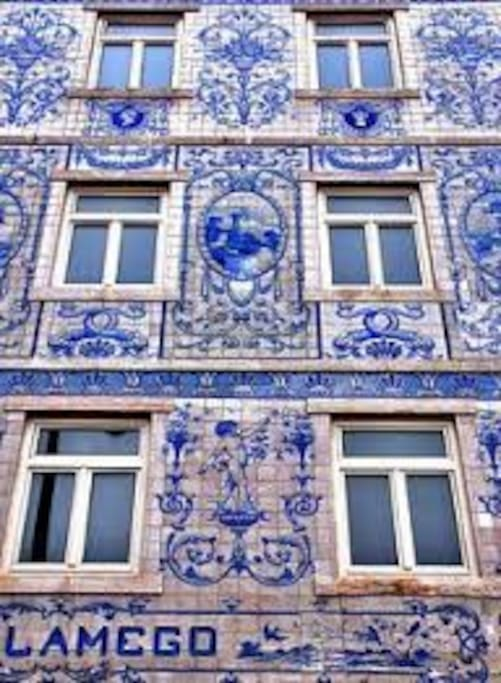 les azuelos font partie de l'architecture portugaise.