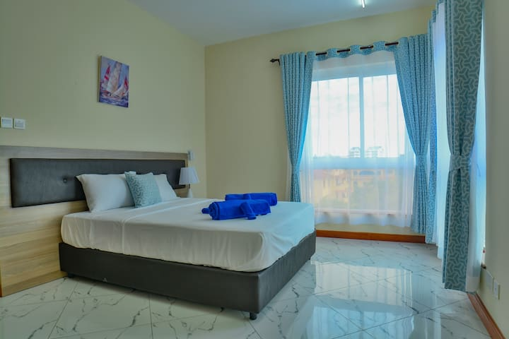 The Kingsley, deluxe room- close to beach & malls