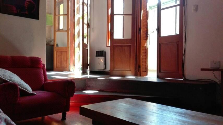 Hermosa Casa Antigua y Reciclada en zona céntrica