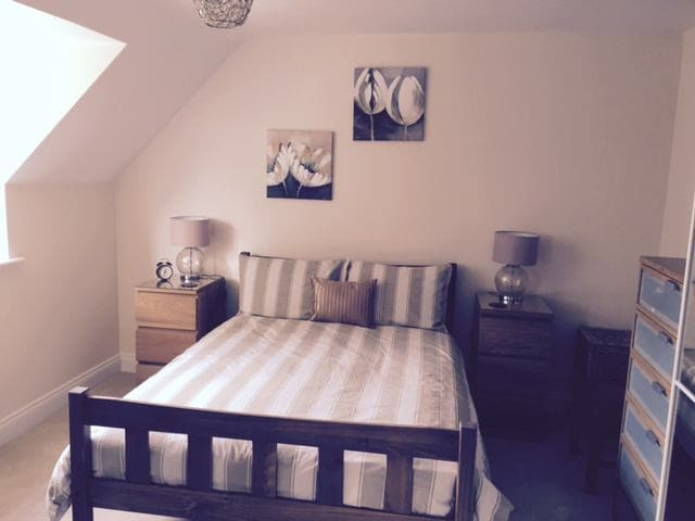 Ensuite Room in Newly built house - Clifton - Ev