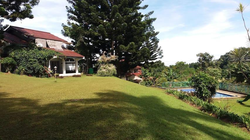 Villa Putih Sangrila Cisarua 6 bed 4 bath