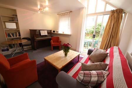 Fulham 2-bedroom flat w. garden - London
