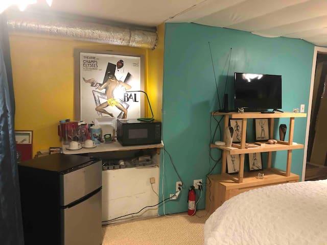 "Mini kitchen: microwave, mini fridge, dishes and eating utensils  New 32"" HDTV and mini library"