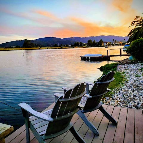 The resort life, beautiful waterfront home (for 1)