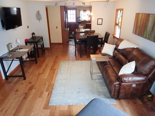 Amazing cottage downtown CDA.  Perfect for couples - Coeur d'Alene - 獨棟