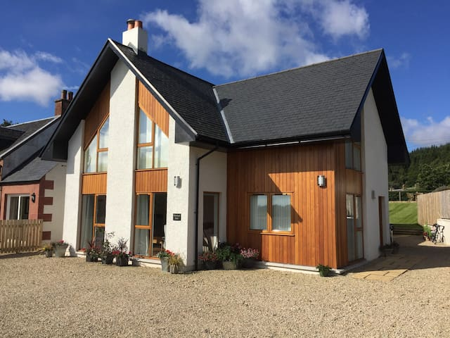 Modern Luxury 8 Bed House in Perfect Location - Brodick - Casa