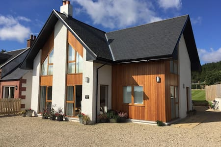Luxury 8 Bed House - Brodick