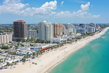 Las Olas Beach Condo * 30 day min rental.