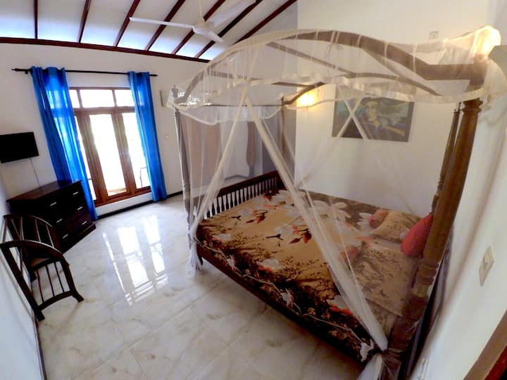 Apartment with balcony. Weligama