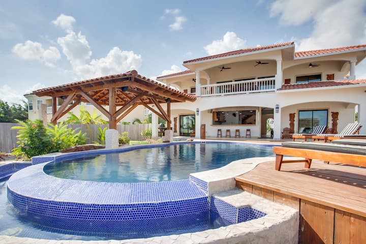 5 BEDROOM PRIVATE BEACH FRONT HOME WITH POOL