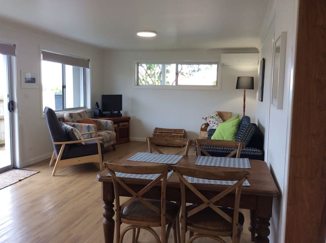 Home on the Hill- short walk to Lennox Head town, cafes and beach. Self contained.