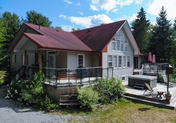 All Season Paradise Lake House on Haas Lake!