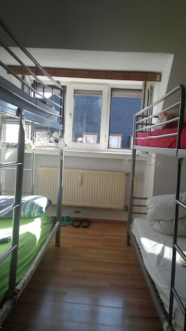 Shared room,in downtown, close to main station,