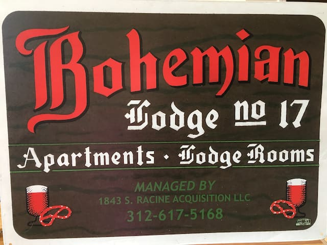 Bohemian Lodge #17 - Clean & Affordable Travel