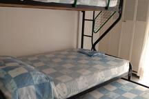 Habitaciones del segundo piso con camarote semidoble; acomodación 1,2,1 total 4 invitados