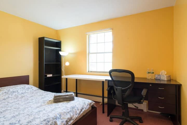 Great private bedroom in two-bedroom aptment unit