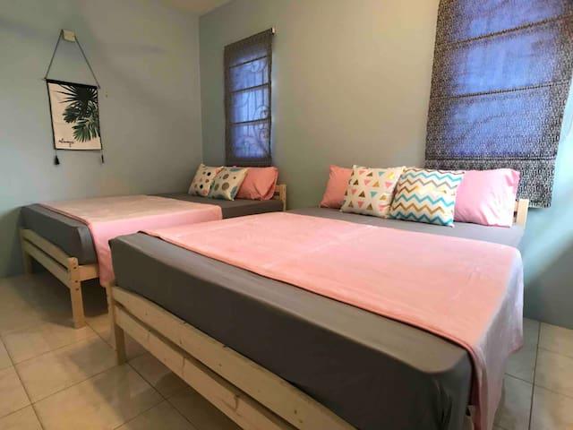 Bedroom2 with 2 Queen Beds