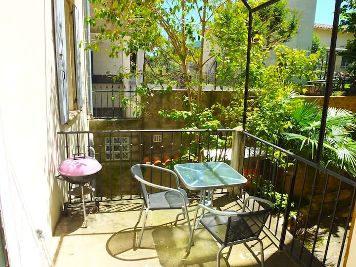 Ceret - Modern 2 Bedroom Apartment with Terrace