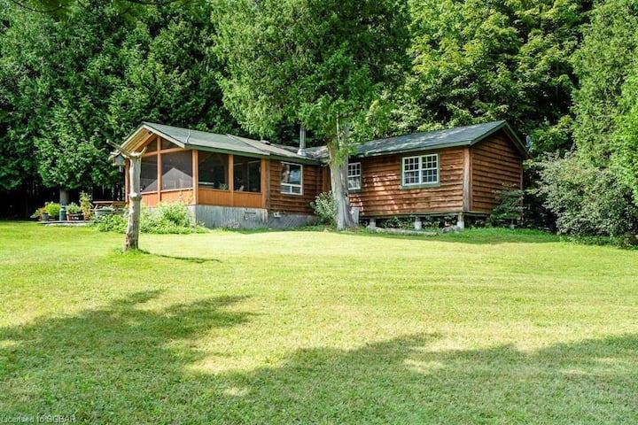 Cozy 2 bdrm cabin in picturesque surrounding