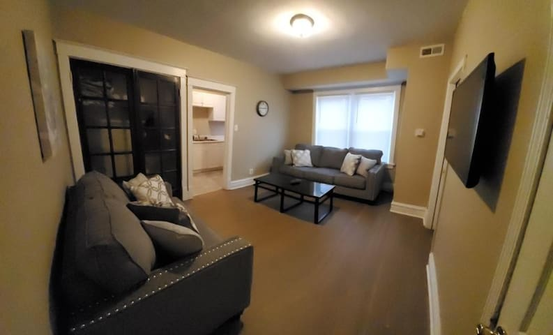 Nice updated 2BR apt located near Stl attraction